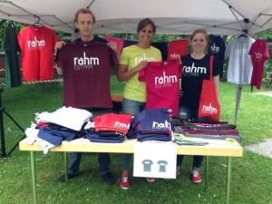 rahm_shirts_stand